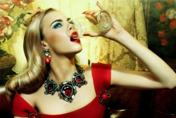 Miles ALDRIDGE (*1964, Great Britain): The Red Lion #3 – Christophe Guye Galerie
