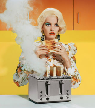 Miles ALDRIDGE (*1964, Great Britain): New Utopias #1 – Christophe Guye Galerie